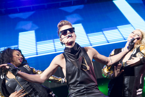 VA: Hot 99.5 Jingle Ball With Justin Bieber